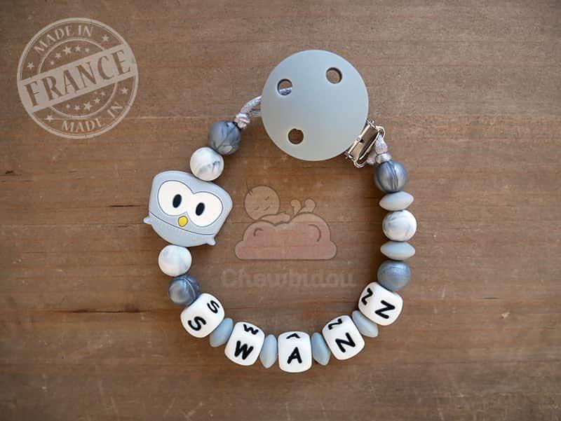 accroche tétine en silicone chouette modèle swann gris et blanc