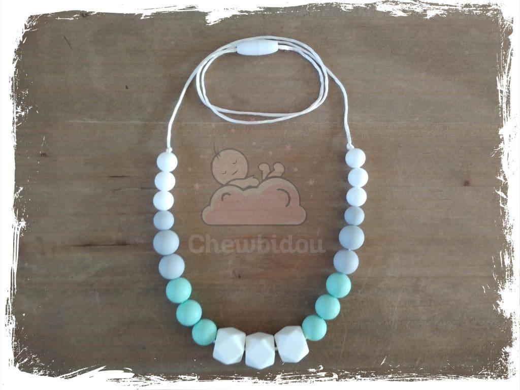 collier de portage ou allaitement en silicone couleur vert menthe