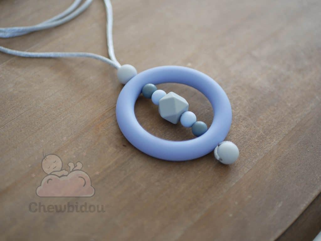 collier portage silicone bleu gris vue detaillee