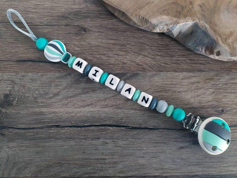 attache tétine en silicone montgolfière pour garçon couleur turquoise