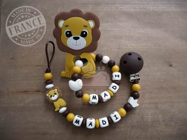 attache et hochet personnalise silicone lion madi