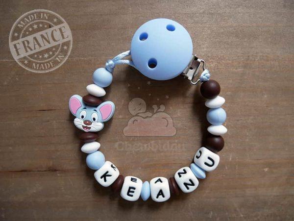 accroche tétine au prénom Keanu thème souris couleur bleu pastel et marron chocolat