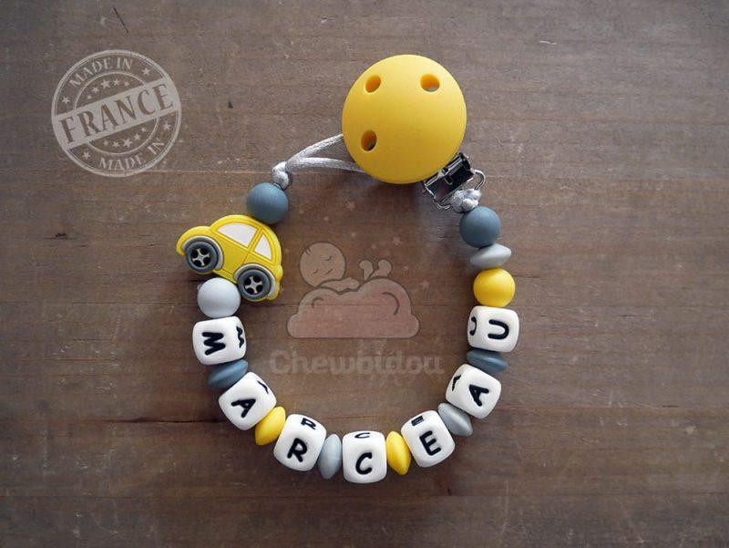 attache tétine silicone personnalisée voiture jaune