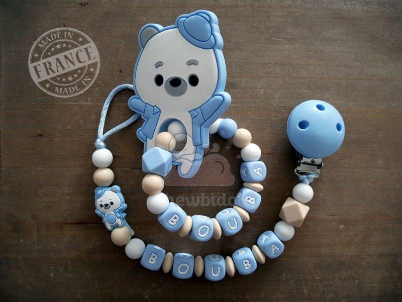 pack naissance personnalisé attache tétine et hochet ourson bleu pastel et blanc
