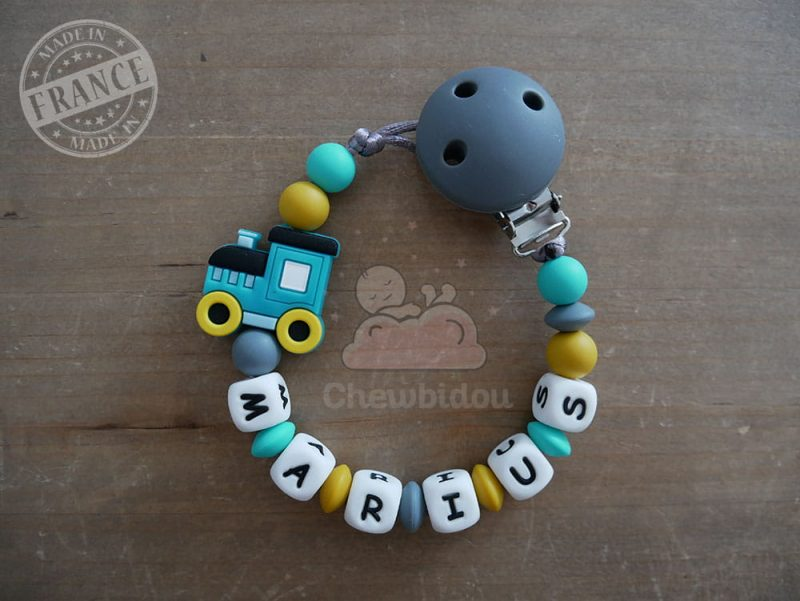 attache tétine silicone train marius turquoise et jaune moutarde